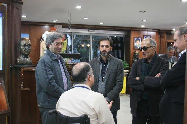 kiyarostami%201 بازدید کیارستمی از موزه صلح و دیدار با جانبازان