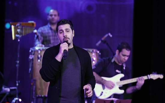 khajeamiri%201 تصاویر کنسرت احسان خواجه امیری در جشنواره فجر
