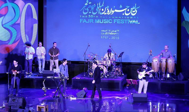 khajeamiri%2010 تصاویر کنسرت احسان خواجه امیری در جشنواره فجر