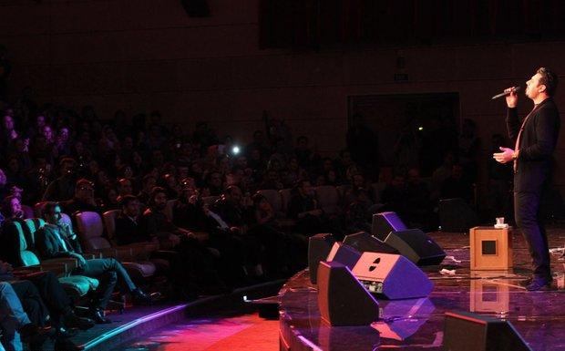 khajeamiri%202 تصاویر کنسرت احسان خواجه امیری در جشنواره فجر