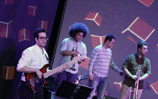 khajeamiri%203 تصاویر کنسرت احسان خواجه امیری در جشنواره فجر