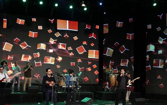 khajeamiri%207 تصاویر کنسرت احسان خواجه امیری در جشنواره فجر