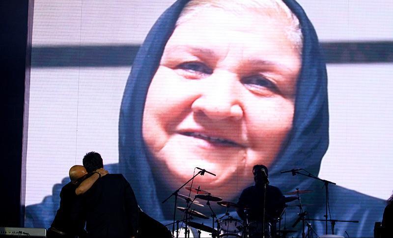Alizadeh%2010 وفای به عهد محمد علیزاده به یاد پاشایی در کنسرتش