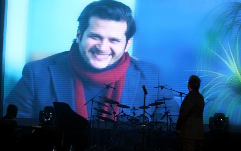 Alizadeh%2013 وفای به عهد محمد علیزاده به یاد پاشایی در کنسرتش
