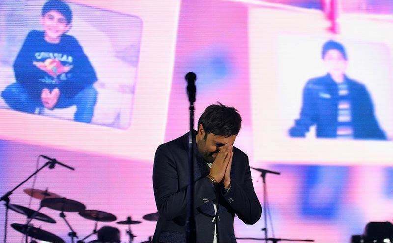 Alizadeh%2016 وفای به عهد محمد علیزاده به یاد پاشایی در کنسرتش