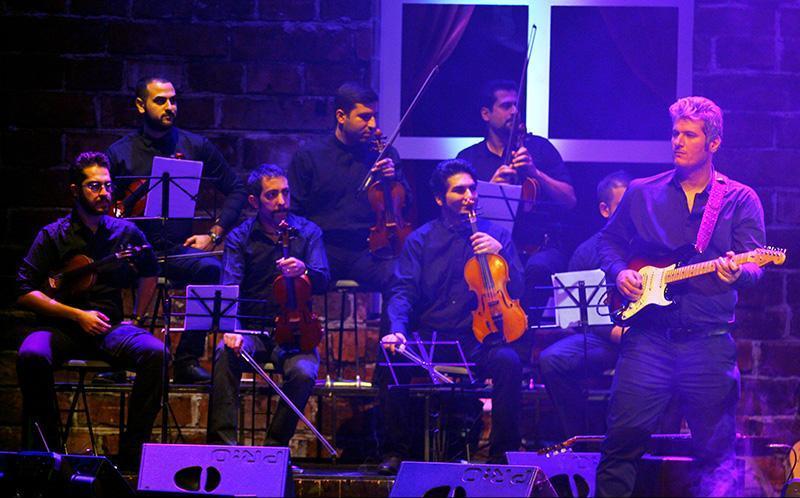 Alizadeh%207 وفای به عهد محمد علیزاده به یاد پاشایی در کنسرتش