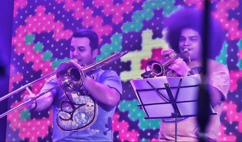 Hajili%207 گزارش و تصاویر کنسرت تهران امید حاجیلی