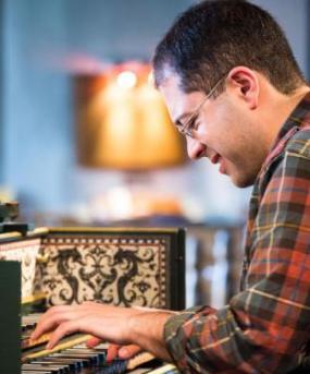 mahan%20esfahani%203 ماهان اصفهانی اولین نوازنده هارپسیکورد در جهان