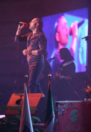 عکس های کنسرت مازیار فلاحی با قطعات آلبوم جدید در کیش