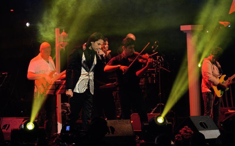 ahmadvand%201 تصاویر اولین کنسرت شخصی مهدی احمدوند