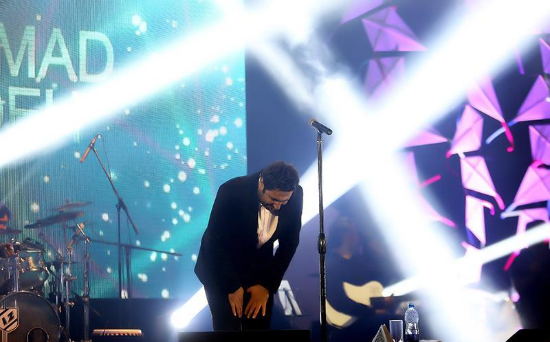 تصاویر کنسرت محمد علیزاده در شب آرزوها