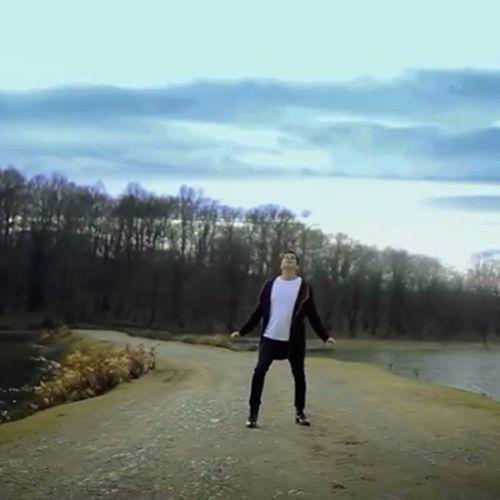 دانلود موزیک ویدیو جدید فرزاد فرزین بنام آسمان خراش