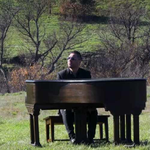 دانلود موزیک ویدیو جدید راوی بنام به یاد من باش