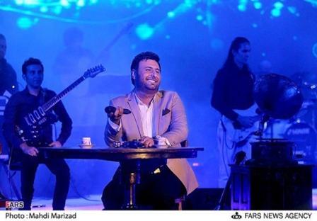 ابراز علاقه محمدرضا فروتن به محمد علی زاده در کنسرت برج میلاد